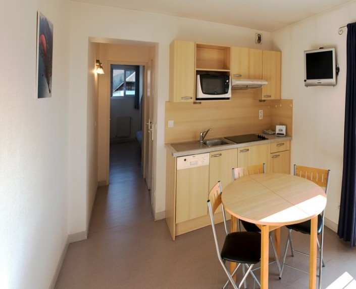 Appartement 3/4 personnes détail cuisine et coin repas
