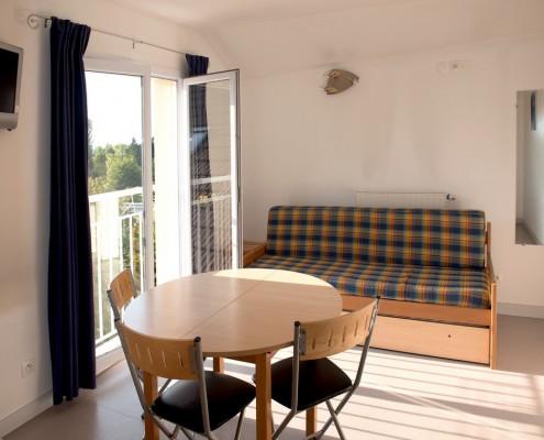 Coin repas et canapé, appartement pour 3 personnes